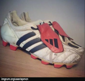 6586b0908666 Let s take a look at the picture below. These are a pair of adidas Predator  Mania in Champagne colour. And they are the original 2002 version.